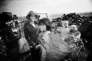 Kids living on the garbage dump called Smoky Mountains near Manila (1986)