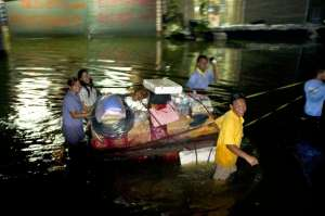 Flooding Bangkok 2011. Phutthamonton area