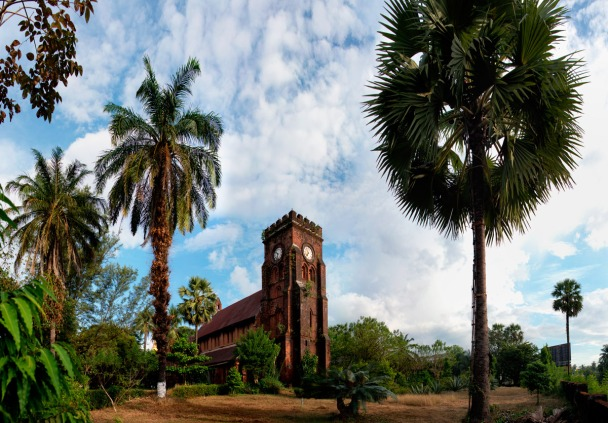 An old and abandoned brick church in Moulmein