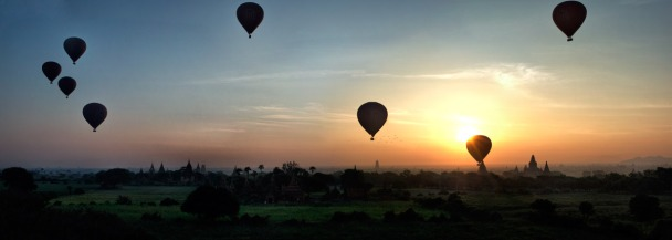 Sunrise over Bagan, while Ballonist take to the sky over the temples.