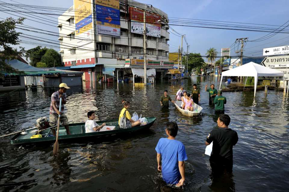 Fllooded neighborhood of Bang Phlat and Taling Chan on the western side of the Chaopraya river. Distribution of Food supplies and water from an Thai army truck. Distirbution of food at a crossroad in Thonburi.