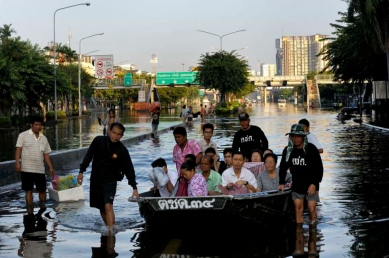 In the Bangkok Noi area of Thonburi (Western Bangkok) the Thai Army is helping carrying people with small military boats