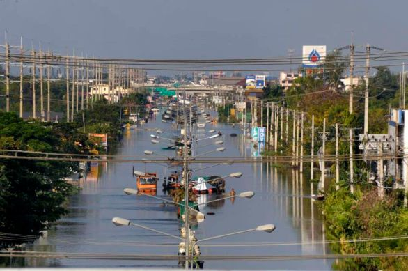 Pathum Thani is an industrial area North of Bangkok and It's main road is flooded. It's bordered on its South by the Rangsit canal along which a 20+ km sandbag wall was build to stop the water going to Bangkok. Another highway of the district.